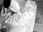 摄像头监控偷拍夫妻啪啪老婆被干完直接睡觉了,这女的奶子跟屁股真圆,一看就是个极品