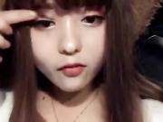 打扮得很洋气的四川美女大学生暑假开车黄播赚钱勾搭个大叔车震
