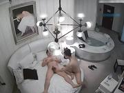 高挑漂亮的气质大美女酒店和网友见面洗澡时被男各种干的喊救命,又在床上连操2次大叫:疼,你在欺负我,受不了了!
