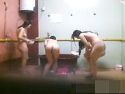 盗摄某公司女浴室女雇员洗浴视讯(二)