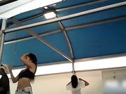 韩国海滨浴场大棚式更衣室偷拍看着比岛国的要真实