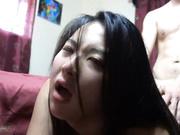 留美大眼妹李美静寓所被样子很沧桑的洋小伙干到嗷嗷叫小伙腿上还纹着几个中文