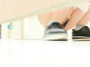 四月最新流出国内厕拍大神潜入商场隔板女厕偷拍蓝色高跟的鞋子很漂亮