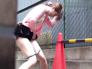 6月盗站流出变态男户外连续跟拍2位美丽小少妇内急难耐找个地方尿尿撒到一半看到路人慌乱中不知所措内裤尿湿直接丢了