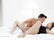 极品乌克兰美女模特克鲁兹清晨醒来欲望高涨自摸完与男友激情来一发搞出白浆内射中出