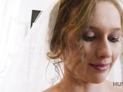 极品女神乌克兰美女克鲁兹剧情演绎新婚之夜在老公面前被债主侵犯老公坐立不安很无奈