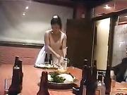 用屄在酒桌上服务