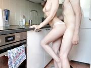 在厨房爆草身材极好的苗条女友 各种姿势狂插嫩逼 高清唯美1080P