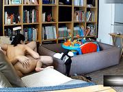 真实偷拍-90后年轻小夫妻正看着电视突然男的把美女扑倒要肏逼,在沙发上扒光衣服啪啪,被客厅摄像头偷拍外泄!