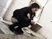 潜入女厕所偷拍
