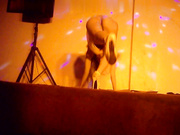 国内地下歌舞团系列9 清纯小妹诱惑钢管舞 大方露逼给观众看