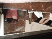 【稀有資源】某寫字樓公共女廁拍攝到的各式白領美女如廁 雪白大屁股看得誘惑十足 1080P高清