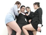 [MIRD-177] (株)腿コキ商事 大槻ひびき 佳苗るか 桐嶋りの 篠田ゆう 波多野結衣 - 3of5