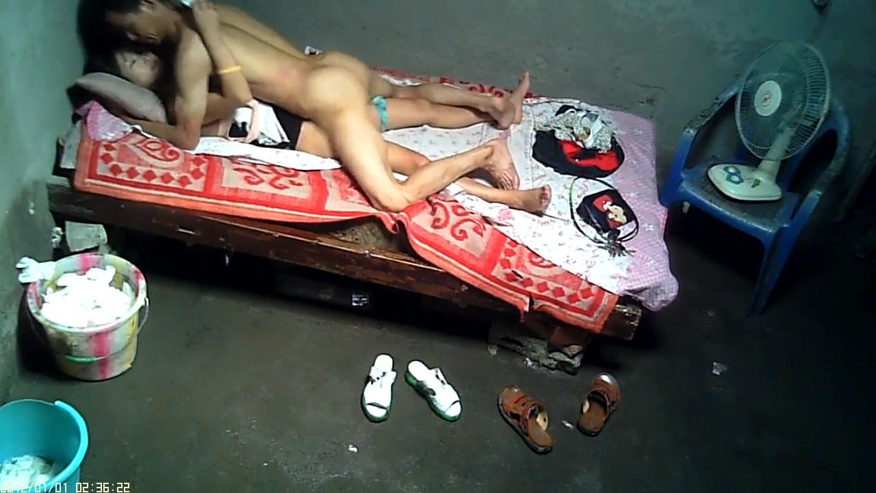 大雞巴農民工大叔城中村出租房找了個苗條小姐姐泄瀉火 各種體位玩弄無套內射 720P高清