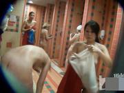 【盜攝視訊】盜攝西洋女性公共浴室洗浴 奶大顏值高(第一部)看得讓人欲火焚身~原版高清