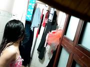 咸湿出租屋房东浴室偷装针孔摄像头偷窥打工妹洗澡妹子的逼毛真浓密性感