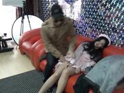 獨家推薦 國模工作室原創最新流出作品-漂亮護士制服模特被攝影師灌醉沙發上SM調教舔逼逼玩奶子 場面刺激~720P高清無水印