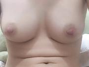 手机直播福利之马来西亚小姐姐露脸全裸紫薇大秀,良家少妇型奶子和逼都很嫩,逼毛也修过,看着就有冲动