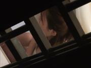 出租屋窗戶外拍攝到的鄰居妹子沐浴更衣啪啪打炮 各種姿勢玩弄看得誘惑十足 原版高清
