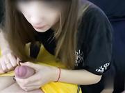 野性女孩舌头上穿个球舔蛋后入喝杯酒在喝尿