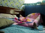 趁媳妇睡着把摄像机藏着拍