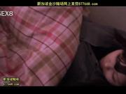 趁妹妹睡觉时偷偷解开紫色内衣[鼎50