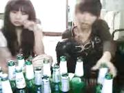 两个少女喝大了对着视频脱精光互相摸舔