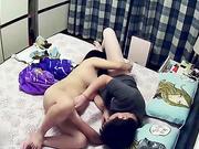 怀疑老婆有外遇装个针孔拍到她和奸夫在床上玩69