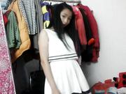 某艺校漂亮小美女试衣间换各种衣服卖萌脱衣自拍视频四部1