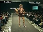 法国时尚T台性感模特透明内衣走秀热乳头尽漏无疑大方展现完美身材写真