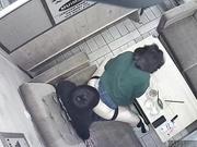 黑客破解茶餐厅摄像头,一对饥渴学生情侣沙发上操逼,小胖妞不敢大声叫,低声呻吟太销魂了