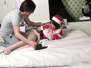 超级卡哇伊俏女友穿着圣诞装把自己当做圣诞礼物让男友肆意玩弄 无套多姿势抽插骚妹纸 魅叫妩媚内射