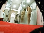 名门夜宴偷拍系列美女模特-睿睿拍广告被暗藏摄像机偷拍洗澡