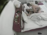 偷拍女友穿情趣女仆装和男友床上打炮,干完到椅子上继续干