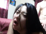 留美大眼妹李美静寓所被洋小伙干到嗷嗷叫,小伙腿上还纹着几个中文
