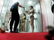 无良摄影师协同女助理暗藏摄像机偷拍广告平面模特洗澡还让往身上抹油说效果好国语对白720P高清